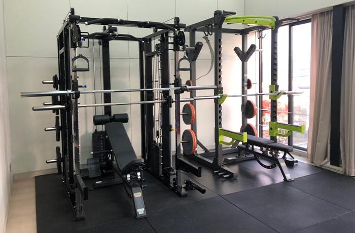 大阪府河内長野市の学校内トレーニングルームのマシン導入事例1